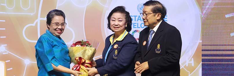 ขอแสดงความยินดีกับ รองศาสตราจารย์ ดร.อุทุมพร พลาวงศ์ รับรางวัลนักวิทยาศาสตร์อาวุโส ประจำปี 2561